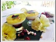 Recette panna cotta a la vanille, lemon curd maison sur lit de fruits rouges caramélisés