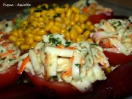Recette tomates farcies au surimi sur lit de betteraves.