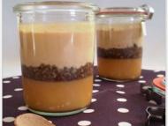Recette mousse de caramel au beurre salé, brisures de macarons aux chocolat sur lit de crème d'amandes